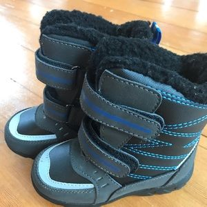 Toddler boy Totes winter boots, size 8